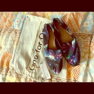 Toms Universe design shoes